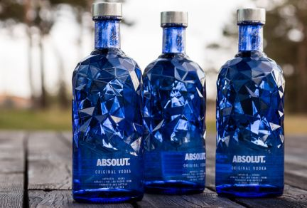 Open up to the unexpected with the Absolut Facet limited edition bottle made by Ardagh